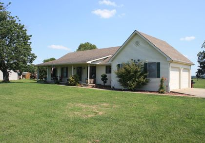 Property photo 1011 Caroline Drive