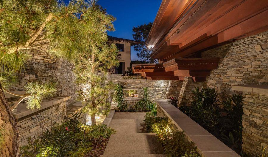 2008 Seaview Avenue, Del Mar, CA 92014 - 4 Beds, 6 Bath