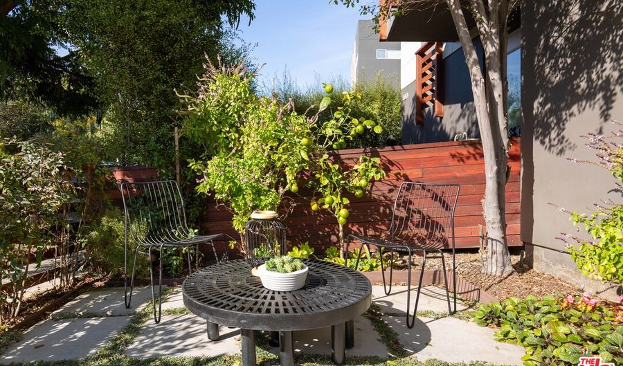 3976 Beethoven St, Los Angeles, CA 90066 - 2 Beds, 3 Bath