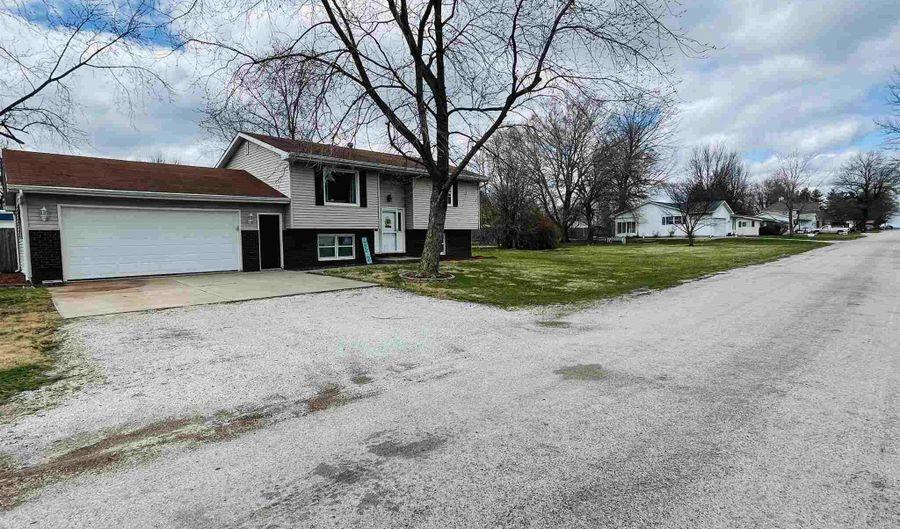 303 GRAND Avenue, Kincaid, IL 62540 - 4 Beds, 2 Bath