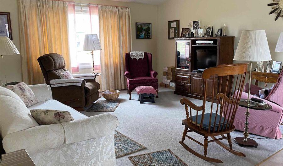 301 S EAST Avenue, Manito, IL 61546 - 4 Beds, 1 Bath