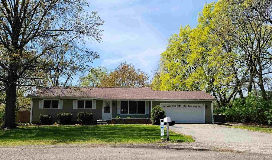 13649 LAUREL Street, Manito, IL 61546 - 3 Beds, 2 Bath