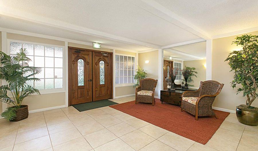 424 Stratford Court, Del Mar, CA 92014 - 2 Beds, 2 Bath