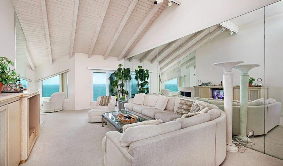 239 S Helix Ave., Solana Beach, CA 92075 - 2 Beds, 2 Bath