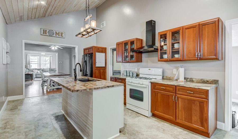301 RICHARDSON Street, Kincaid, IL 62540 - 3 Beds, 2 Bath