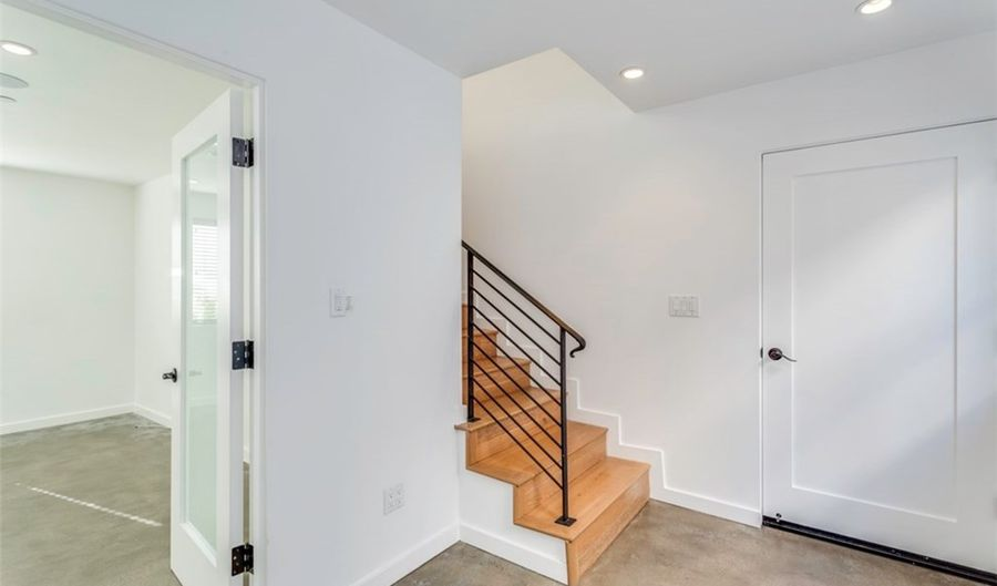 643 N Hayworth Avenue 1/2, Los Angeles, CA 90048 - 3 Beds, 4 Bath