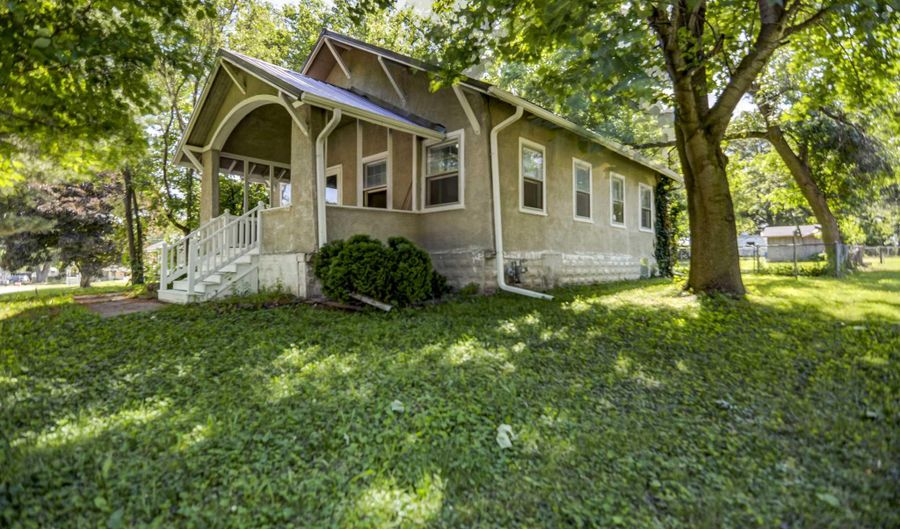 100 S CIRCLE Place, Kincaid, IL 62540 - 2 Beds, 1 Bath