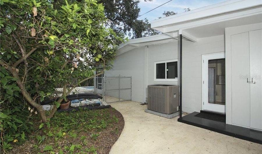 3515 NEPTUNE DRIVE, Orlando, FL 32804 - 3 Beds, 2 Bath
