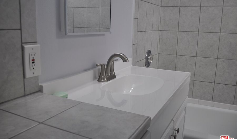 1208 3Rd Ave, Los Angeles, CA 90019 - 2 Beds, 1 Bath