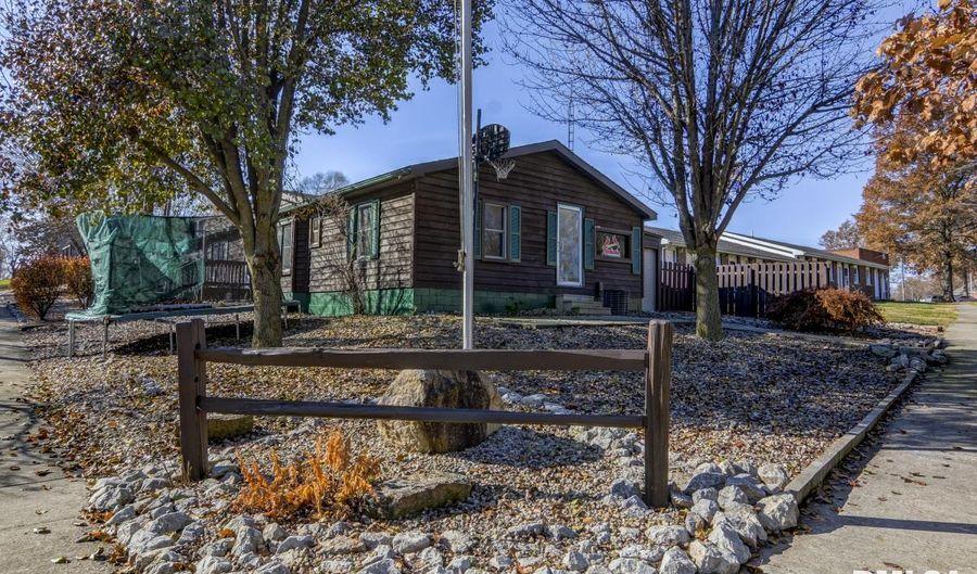 136 SUMMIT Avenue, Kincaid, IL 62540 - 3 Beds, 3 Bath