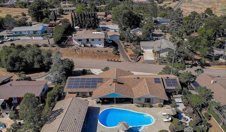 371 San Roque Dr, Escondido, CA 92025 - 4 Beds, 4 Bath